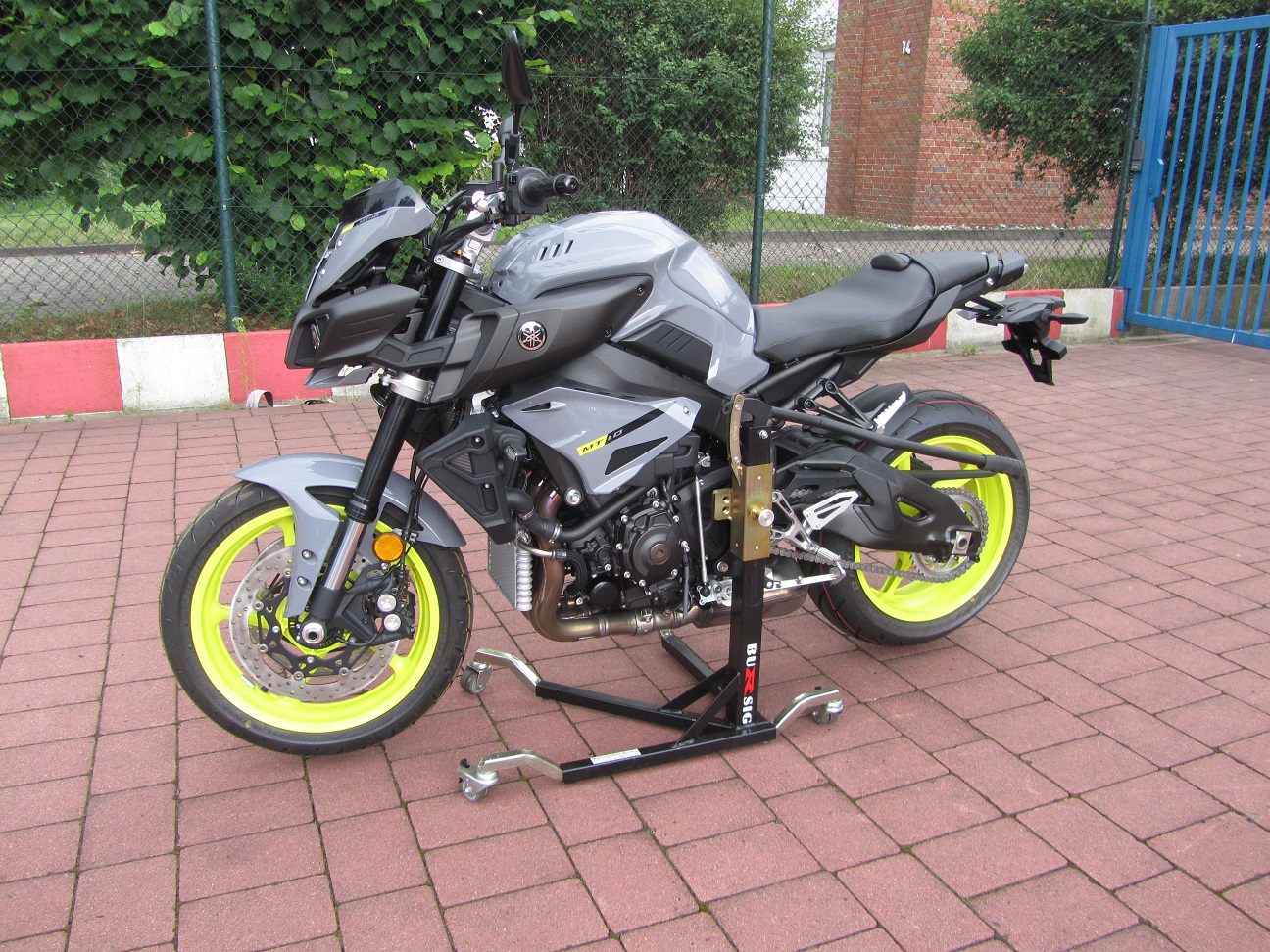 yamaha mt 10 2016 bursig st nder y mt10 16. Black Bedroom Furniture Sets. Home Design Ideas